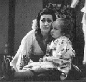 Helena Bartošová jako Madam Butterfly s dcerou Helenkou (1937)